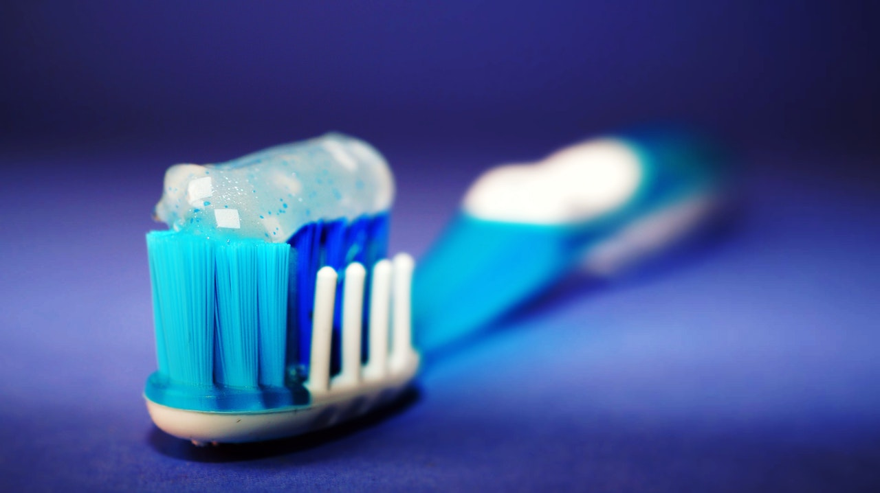 toothbrush with toothpaste for fighting cavities on front teeth