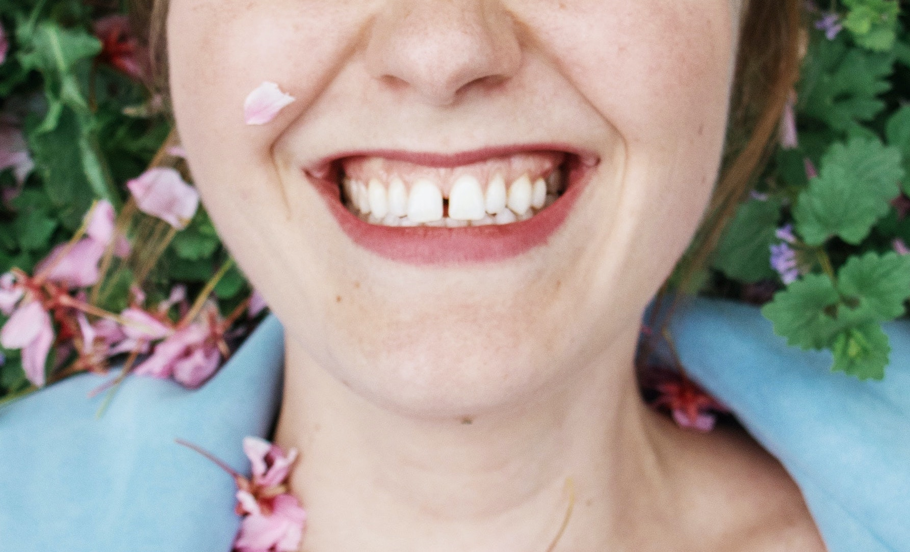 Woman with gapped front teeth using invisalign to close gaps